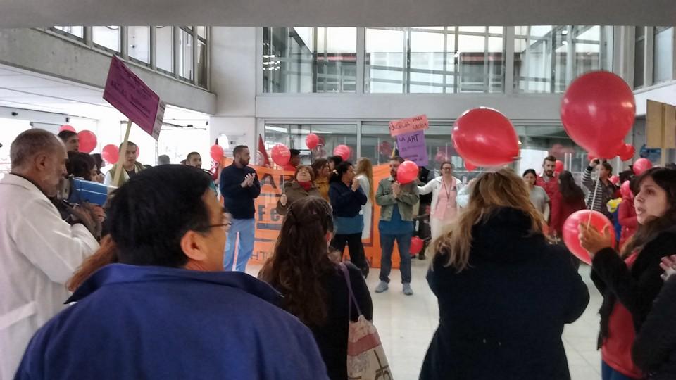 Trabajadores salen en defensa del Hospital Público, por una distribución más equitativa del salario. La inequidad rompe el equipo de salud.