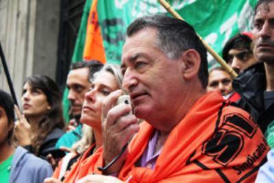 La lluvia no aguó la bronca: Multitudinaria marcha por salarios dignos